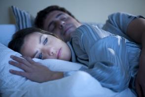 Ai probleme cu somnul? Iata tehnica magica care te va ajuta sa adormi in doar un minut.