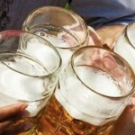 Cel mai tare truc: uite cum poti sa bei toata noaptea fara sa te imbeti deloc