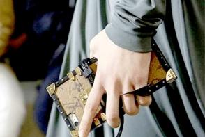 Cea mai noua fita: husa de telefon ce imita valiza Louis Vuitton