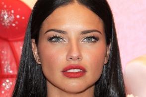 Este considerata una dintre cele mai frumoase femei din lume. Iata cum arata fetitele Adrianei Lima - FOTO