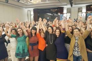 Andreea Marin a fost fermecatoare purtand o prima rochie din noua colectie vestimentara lansata in colaborare cu un designer de la noi, chiar la Women's Summit Moldova - FOTO