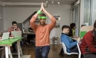 Top 3 exercitii pe care le poti face la birou, asezat pe scaun! Iata care sunt ele - FOTO