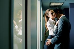 Relatiile amoroase cu un coleg de serviciu- face munca mai usoara! Iata care sunt cele mai tentante profesii predispuse inselarii