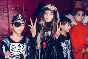De Halloween, Shopping MallDova a imbracat straie de groaza