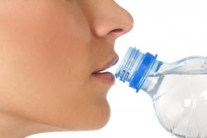 Refolosesti sticlele din plastic? Iata la ce pericole majore te expui - FOTO