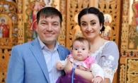 Corina si Costi Burlacu i-au facut cumetria fetitei lor. Mai multi artisti de la noi au fost nani si s-au distrat de minune la petrecere - FOTO