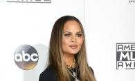 Si-a aratat zona intima, pe covorul rosu! Chrissy Teigen, moment penibil la gala American Music Awards - FOTO