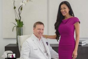 Chirurgul plastician care si-a operat sotia pana a transformat-o complet. Cum arata acum femeia