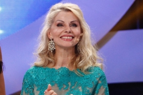 Secrete de frumusete de la Anastasia Lazariuc. Afla cum isi mentine tenul tanar si frumos la cei 63 de ani - FOTO