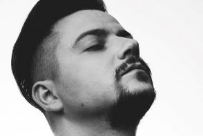 Alexandru Manciu se relanseaza pe piata muzicala cu un nou nume si un nou videoclip. Vezi noua productie a artistului - VIDEO