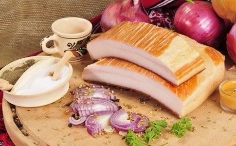 Doua moduri savuroase de a prepara slanina pentru masa de Sarbatori