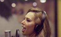 Cum canta Iulia Vantur in limba hindusa! Ascult-o inregistrand piesa - VIDEO