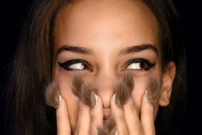 Opteaza pentru o manichiura moderna! Iata cele mai ciudate 10 modele de manichiura din acest an - FOTO