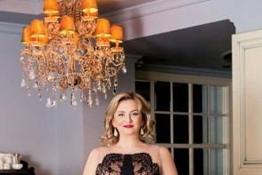 Blonda de la guvern, intr-o rochie extrem de sexy. Cum apare ministrul sanatatii, Ruxanda Glavan - FOTO