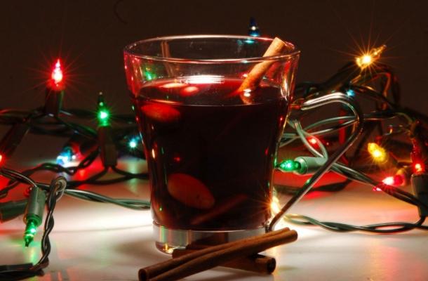 Iti place vinul fiert si vrei sa-ti uimesti invitatii? Incearca reteta suedeza de vin fiert cu whiskey si rom