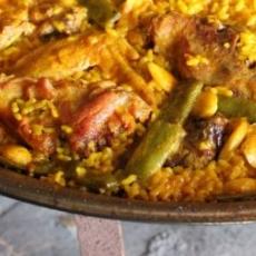 Paella cu pui si pastai de mazare