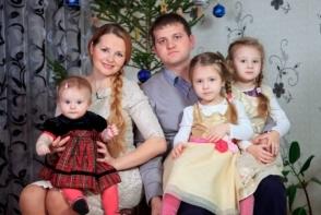 Ministrul mediului, alaturi de sotie si cele patru fiice! Cat de mult ii seamana mezina - FOTO