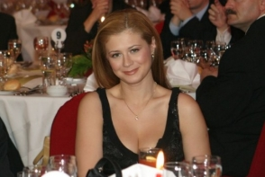 Iti mai aduci aminte de Corina Danila? Uite ce frumusete de fiica are fosta prezentatoare tv - FOTO
