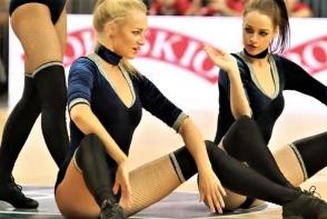 Cele mai sexy majorete sunt din Lituania! Clipul care a pus pe jar internautii - VIDEO