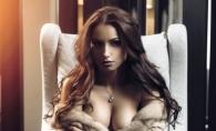 Miss ULIM apare intr-o noua sedinta foto erotica. Felicia Munteanu, complet goala, cu blanuri si in pozitii incitante - FOTO