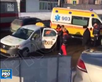 Grav accident pe o strada din capitala. O femeie, spulberata de un taxi pe o trecere de pietoni - VIDEO