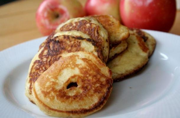 Clatite cu mere si scortisoara, desertul ideal iarna
