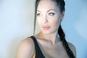 Brad Pitt mai are o sansa: sosia Angelinei Jolie e interesata de el - FOTO