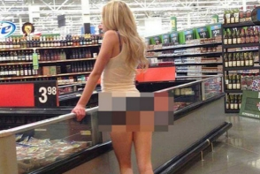Blonda asta a mers fara lenjerie intima la magazin! Cand s-a aplecat… GALERIE FOTO