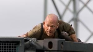 Bruce Willis se mandreste cu familia sa. Vezi cat de bine arata sotia sa si ce fetite simpatice are - FOTO