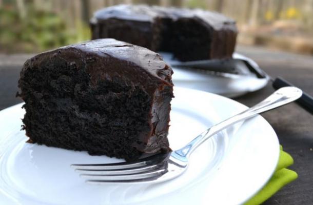 Tort vegan cu ciocolata, gata in cateva minute