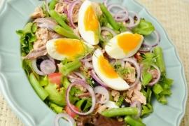 Salata cu ton si cartofi copti, un deliciu in zilele de iarna