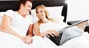 Esti dependent de retelele de socializare? Afla de ce cuplurile fericite nu posteaza pe retelele sociale