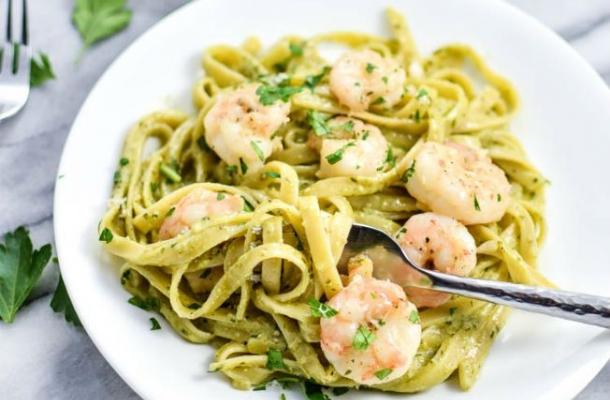 Linguini cu creveti si sos pesto, pentru o cina romantica