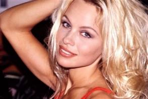 O mai recunosti? Pamela Anderson nu poate renunta de la interventiile estetice! Iata cum arata acum - FOTO
