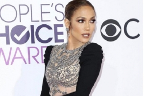 Jennifer Lopez, selfie indraznet pe Instagram! Vedeta si-a aratat sanii - FOTO
