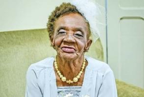 Niciodata nu e prea tarziu! O femeie de 106 ani s-a logodit cu un tinerel - FOTO