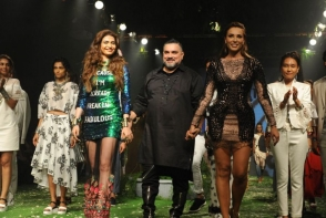 Iulia Vantur a defilat la Saptamana Modei de la Mumbai. Vezi cum se descurca romanca in calitate de model - FOTO