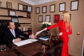 Secretara lui Valerian Minzat este o tanara frumoasa si sexy. Cum arata blonda atunci cand nu e la birou - GALERIE FOTO