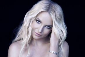 A trecut prin aproape 100 de proceduri estetice!  Vezi cum arata tanarul dupa ce a cheltuit peste 75000 dolari pentru a arata ca Britney Spears