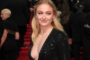 Sansa Stark, aparitie ravasitoare la Premiile BAFTA. Vedeta a sucit mintile barbatilor - FOTO