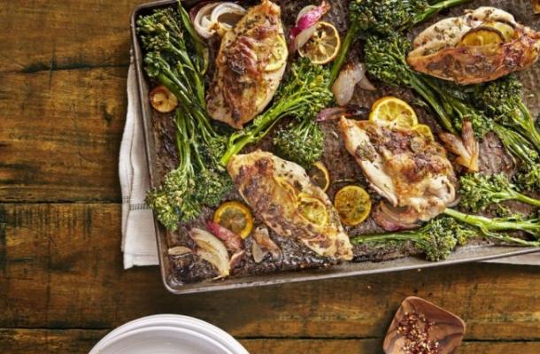 Pui cu lamaie, rozmarin si broccoli, pentru o cina rapida