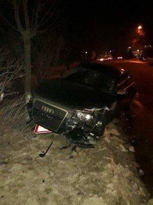 Accident in lant pe o strada din capitala. Patru masini s-au ciocnit violent - VIDEO