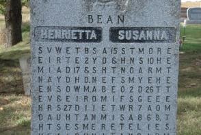 Un barbat si-a ingropat sotiile in acelasi mormant. Mesajul emotionant pe care l-a scris pe piatra funerara - FOTO