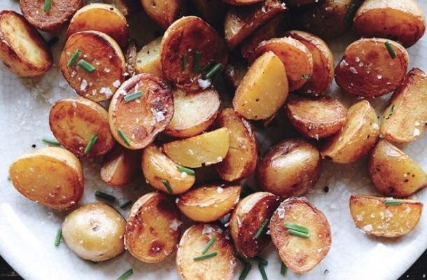 Cartofi prajiti cu sare si otet balsamic! Reteta ca la mama acasa!