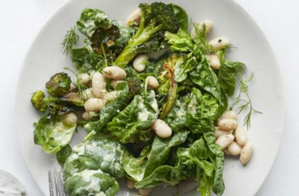 Salata cu broccoli, spanac si fasole, un deliciu