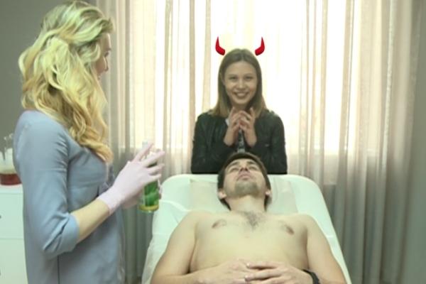 El este primul barbat din Moldova care s-a epilat in fata camerelor! Reactia lui va bucura toate femeile  - VIDEO