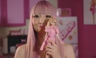 Are 35 de ani, dar este obsedata de Barbie. Cum arata ea, dar si apartamentul in care a investit peste 70.000 de dolari - VIDEO