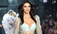 Pe strada ca pe podium! Kendall Jenner a intors toate privirile trecatorilor - FOTO