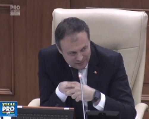 Instituirea zilei de 27 martie, Ziua Unirii Basarabiei cu Romania, ca zi de sarbatoare nationala peste Prut, a incitat spiritele in parlamentul de la Chisinau - VIDEO