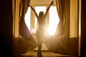 De ce au nevoie femeile de mai mult somn ca barbatii. 4 sfaturi pentru a te trezi cu energie dimineata